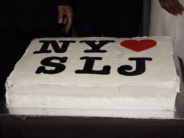 Stars ♥ Torte!Einfach, schlicht und ergreifend! Diese Torte mit Liebesbekenntnis ist für Schauspieler Samuel L. Jackson (62).