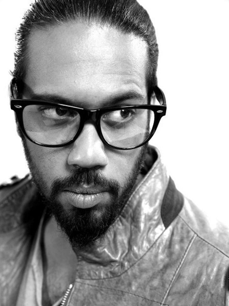 """Samy Deluxe: Die schönsten BilderSamy Deluxe ist nicht nur ein erfolgreicher Musiker, er ist auch sozial sehr engagiert: Er ist Mitbegründer des Vereins """"Crossover"""", dessen Ziel es ist, das Miteinander unter Jugendlichen zu verbes"""