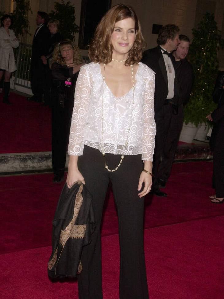 2001 kam Sandra Bullock mit Engelslocken, Perlenkette, Polyesterhose und Kringelblüschen zum Blockbuster Entertainment Award.