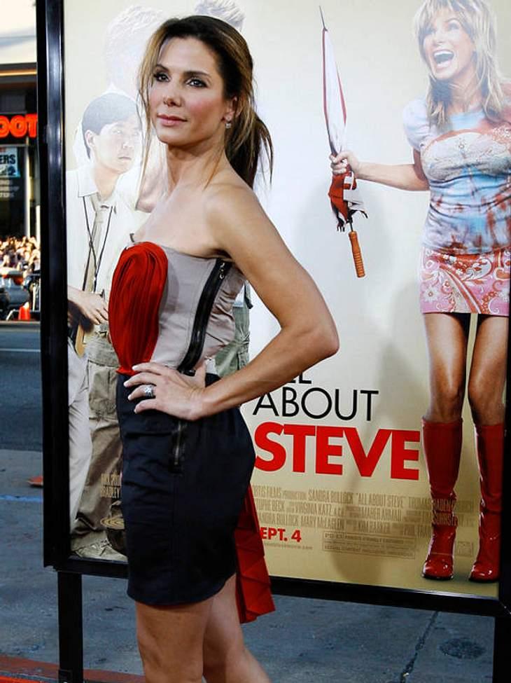 """Das Herzchen-Kleid zum Superflop: für die Komödie """"Verrückt nach Steve"""" bekam Sandra Bullock - kurz vor ihrem Oscar für """"Blind Side"""" - noch die Goldene Himbeere."""