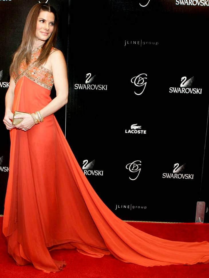 Sandra Bullock bald in einem Bollywood-Film? Das passende Kleid im Farbton Aufmerksamkeits-Orange hätte sie schonmal!