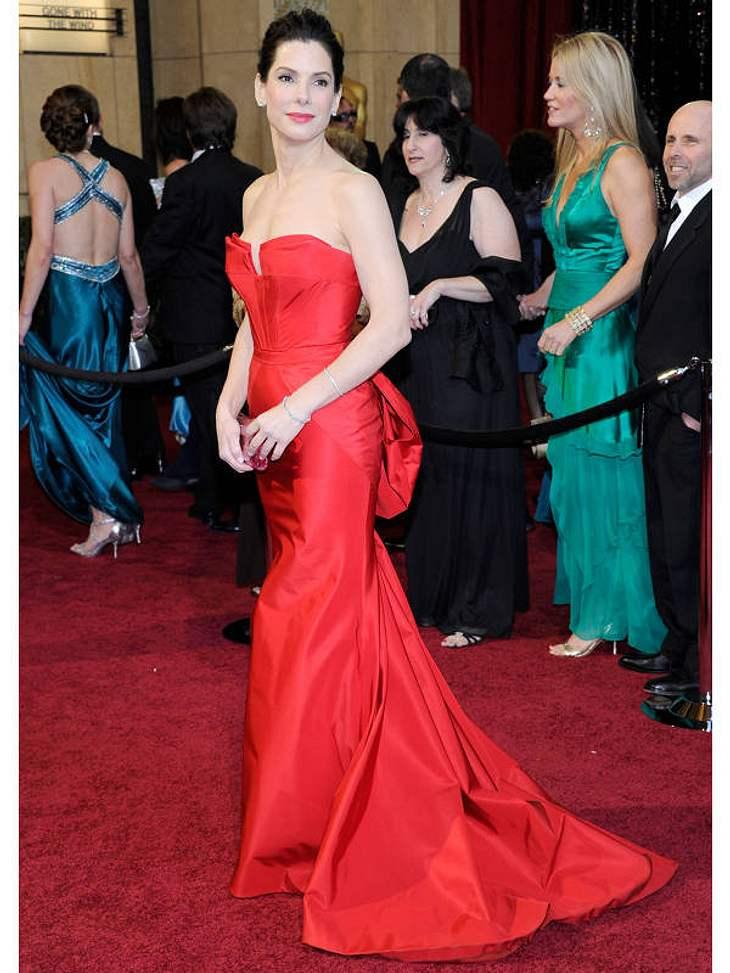 Oscar-Verleihung 2011:Vorjahres-Oscar-Gewinnerin  Sandra Bullock setzte ebenfalls auf Rot, wie auch Jennifer Hudson und Anne Hathaway.