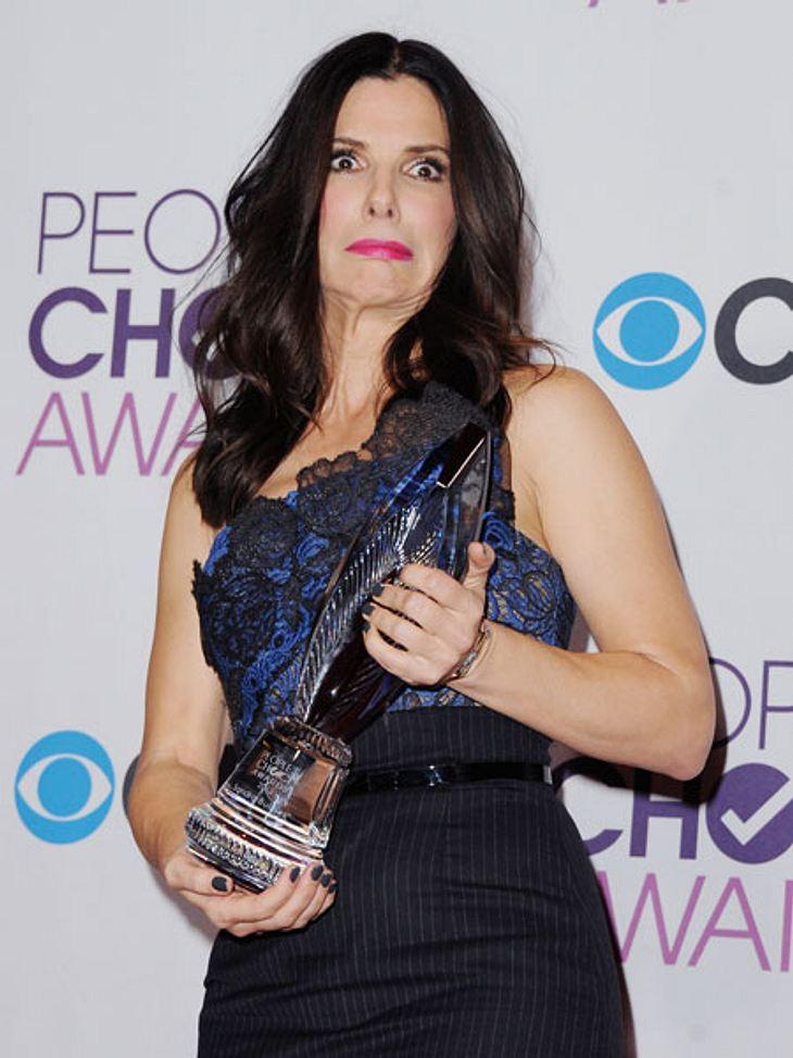 """Taylor Swift und Sandra Bullock nahmen eine """"People's Choice Award"""" mit nach Hause"""