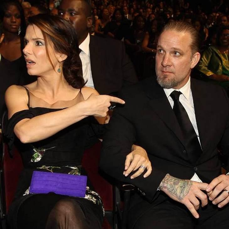 Jesse James soll in der Ehe mit Sandra Bullock ein ganz schlimmer Finger gewesen sein.