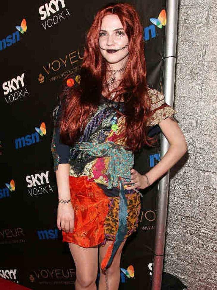 """So feiern die Stars Halloween""""Vampier Diaries""""-Star Sara Canning als Sally von """"Nightmare Before Christmas""""."""