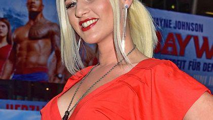Sarah Knappik: Nackt unter der Dusche! Will sie Heidi imitieren? - Foto: Getty Images