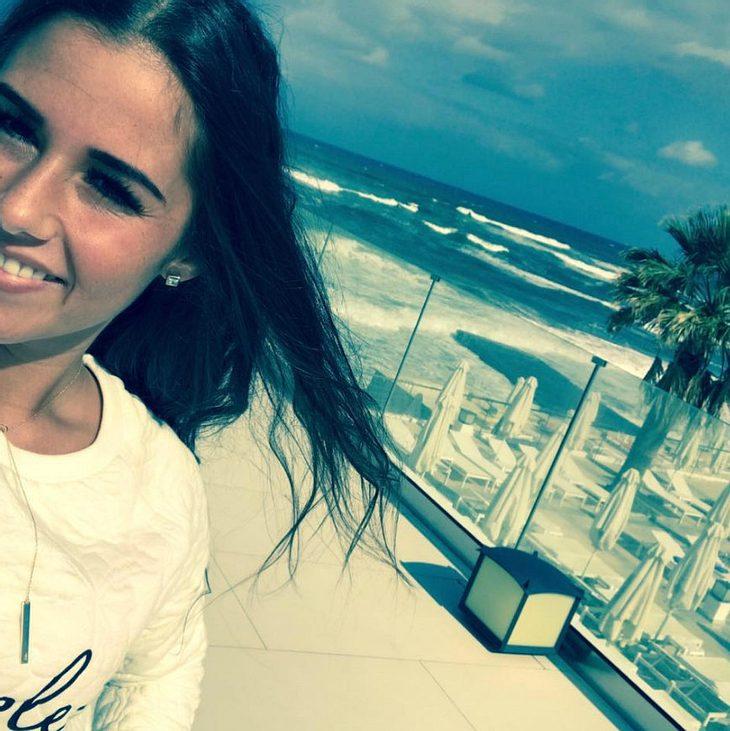 Sarah Lombardi verbringt ihren Urlaub am Handy