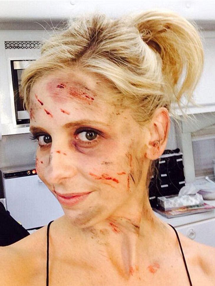 """Sarah Michelle Gellar ziemlich zugerichtet. Das Bild entstand während der Dreharbeiten zu """"The Crazy One""""."""