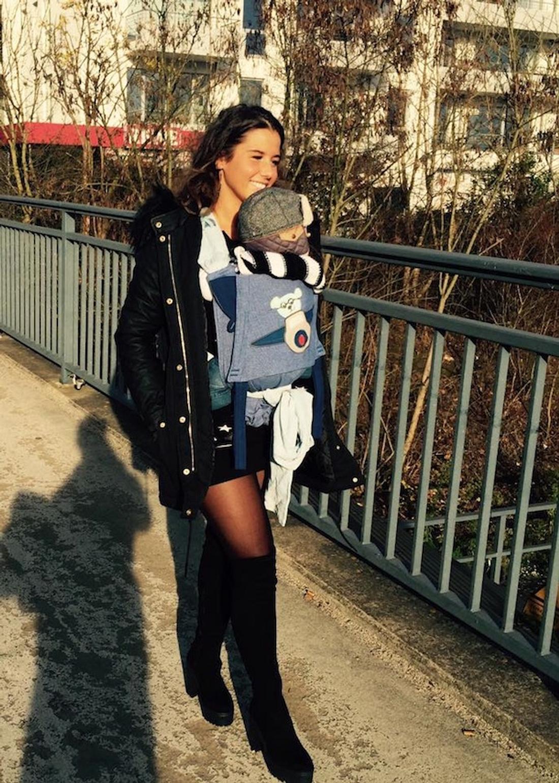 Hot Mama: Sarah Engels trägt Baby Alessio spazieren