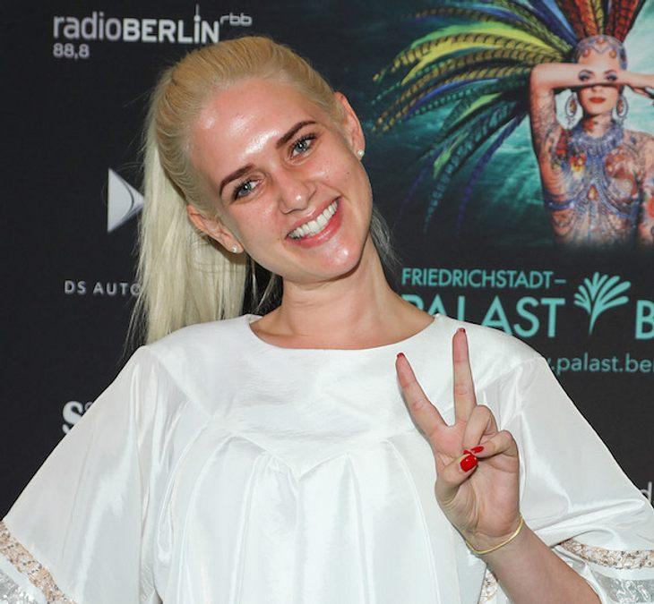 Sarah Knappik: Ohne Make-Up auf dem Roten Teppich