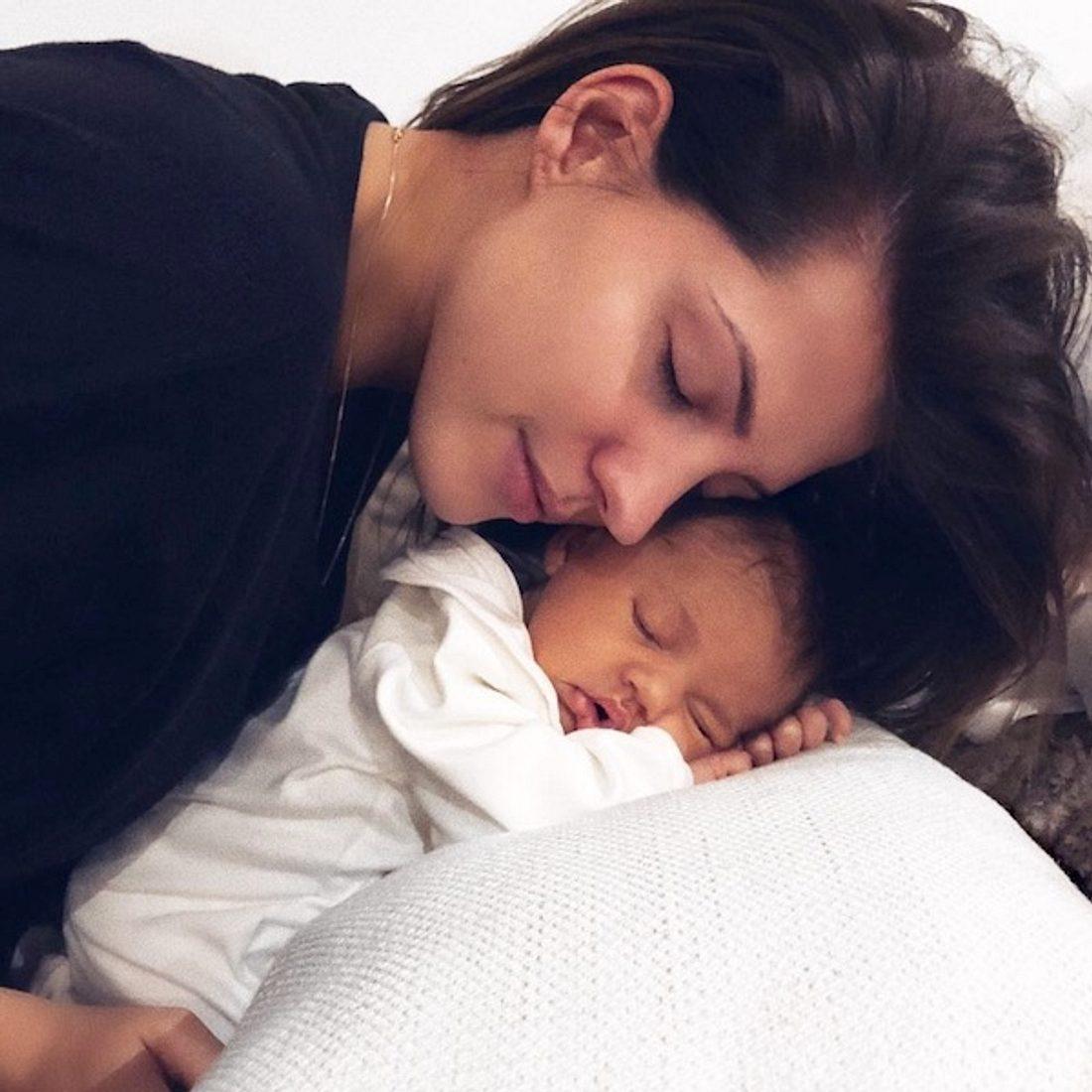 Sarah Nowak traurig: Erste Trennung von Baby Mia Rose