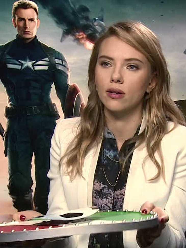 """Scarlett Johansson bekam von Daniele Rizzo sein """"Superhelden-Schild""""."""
