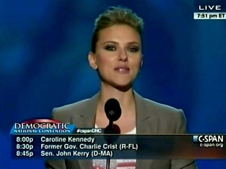 Obama vs. Romney: Welchen Präsidenten wählen die Stars?In North Carolina hält Scarlett Johansson eine Rede für den Präsidenten Barack Obama.