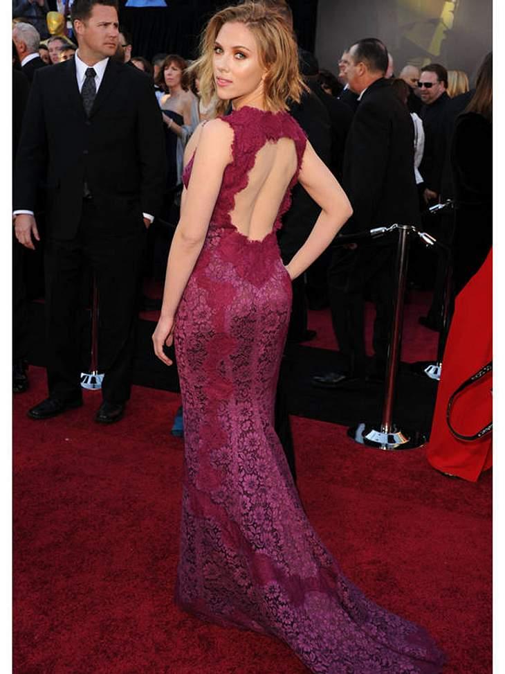 Oscar-Verleihung 2011:Doppelt sexy:  Scarlett Johansson rückenfrei und in Spitze.
