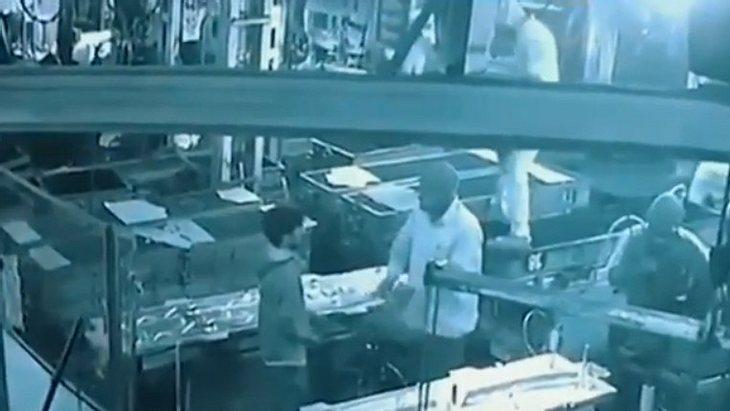 Der Chef brachte seinen Mitarbeiter versehentlich um