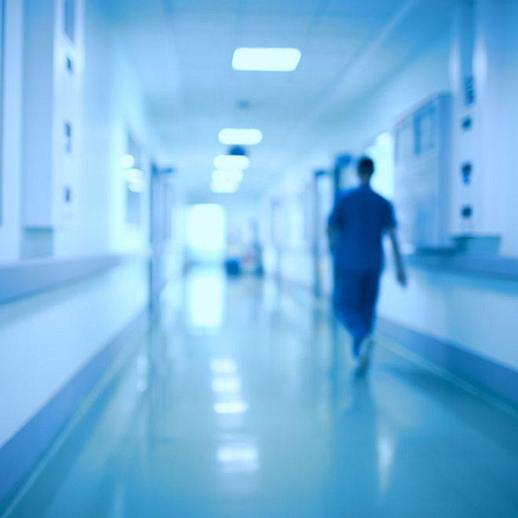 Schwerverletzte (18) bringt Baby zur Welt, danach stirbt sie
