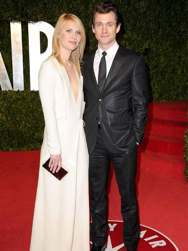 Stars lieben den Schwarz-weiß-TrendNoch ein Schwarz-weiß-Doppel: Claire Danes im tief dekolletiertem Abendkleid nebst Ehemann Hugh Dancy im glänzenden Anzug.