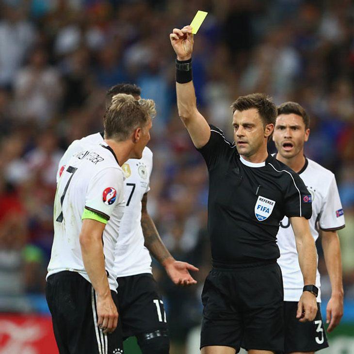 Nach Handspiel: Tritt Bastian Schweinsteiger jetzt zurück?