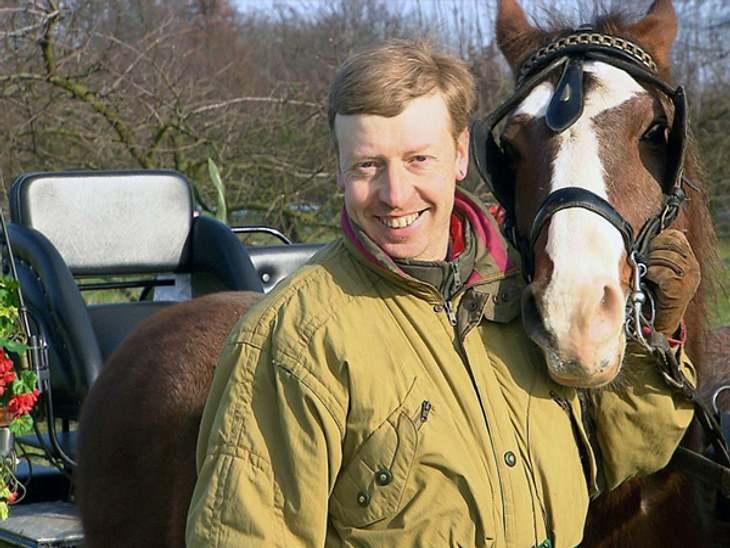 Schwiegertochter gesucht 2013 - Akki (43)Der tierliebe Naturfreund und hauptberufliche Entsorger aus dem Münsterland hofft auf eine Frau, die, wie er, ländliche Aktivitäten und Ponys liebt.