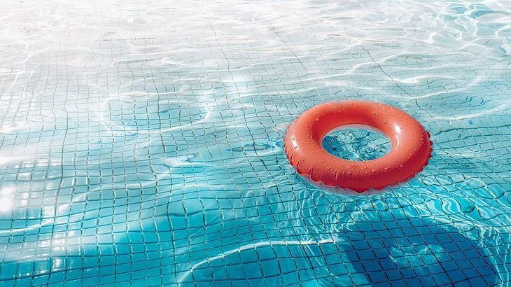 Zwei Mädchen (8, 9) im Schwimmbad missbraucht