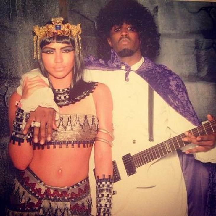 """Die schrägsten Hollywood-Kostüme der StarsSean """"Diddy"""" Combs (42) feierte ebenfalls auf der Party von Hugh Hefner und ließ als """"Purple Rain""""-Interpret Prince die Puppen tanzen."""