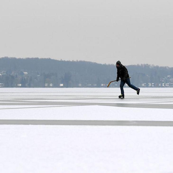 Wegen Mobbern: 10-Jähriger bricht im Eis ein