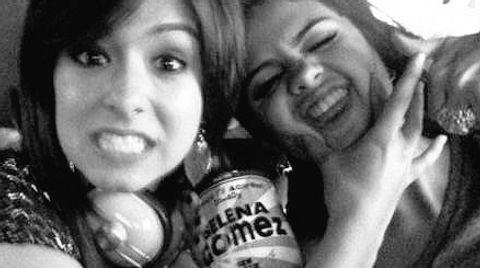 Selena trauert um ihre Freundin Christina - Foto: Twitter/Selena Gomez