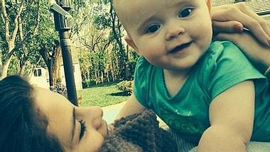 Selena Gomez knuddelt mit ihrer Baby-Schwester. - Foto: Instagram