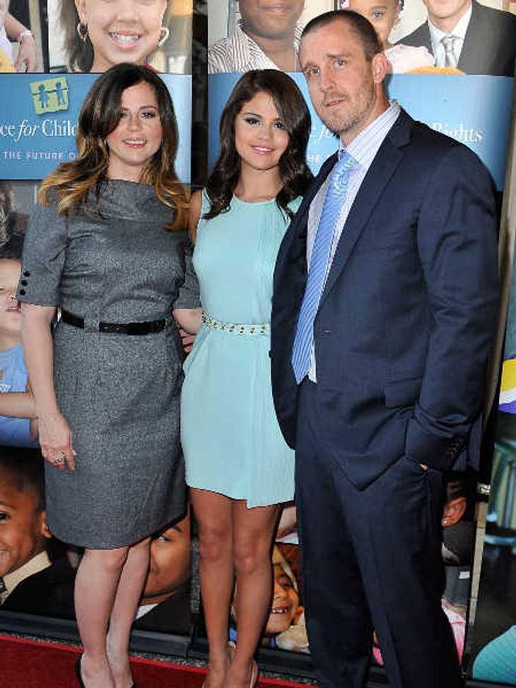 Selena Gomez hat ihre Eltern entlassen.