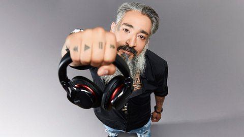 Senay Gueler ist DJ - Foto: SAT.1/Marc Rehbeck