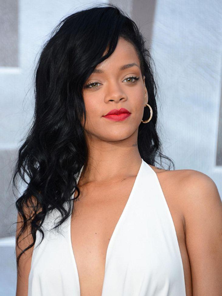 """Die Sextipps der Stars,Sextipp 10: Lustvoll leidenNach dem Video zu ihrem Song """"S&M"""" hätte man es erahnen können: Rihanna steht beim Sex auf lustvollen Schmerz. Darüber spricht sie im Interview mit dem Musikmagazin """"Rolli"""