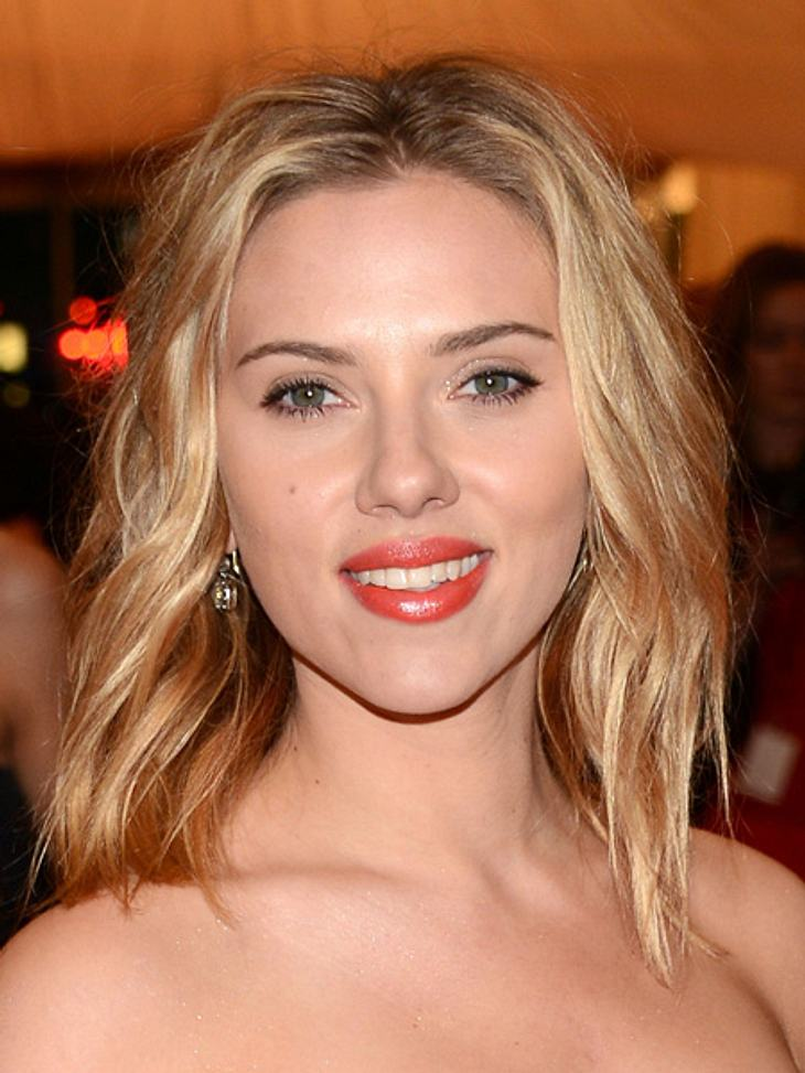 """Die Sextipps der Stars,Sextipp 23: Ortswechsel - Auto-RückbankManchmal reicht auch schon der Wechsel vom Sex im Bett zu Sex auf der Rückbank eines Autos, wie bei Scarlett Johansson (27). """"Ich liebe Sex im Auto. Wenn ich wirklich scharf"""