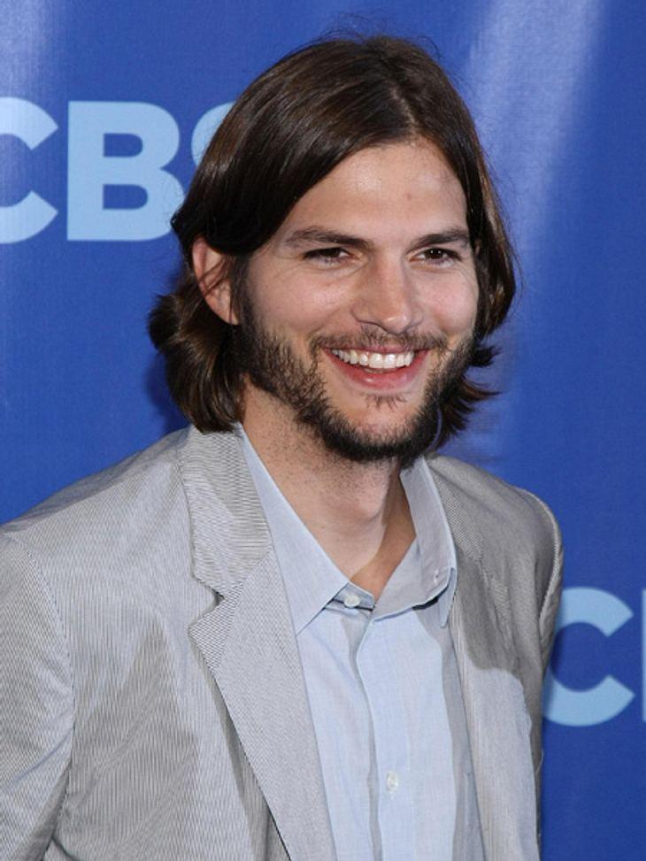 """Die Sextipps der Stars,Sextipp 9: Lachen erlaubtAshton Kutcher (34) findet Humor in einer romantischen Beziehung äußerst wichtig. Passt ja zu DEM Schauspieler für romantische Komödien (""""Voll verheiratet"""", """"Love Vegas"""", &"""