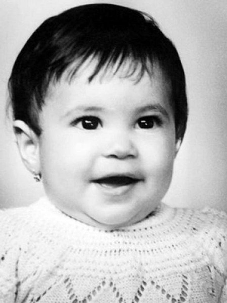 Die Kinderfotos der StarsÄhnlichkeit zu heute ist nicht wirklich vorhanden, denn ihre kolumbianischen Wurzeln sind heute nicht mehr so deutlich sichtbar.