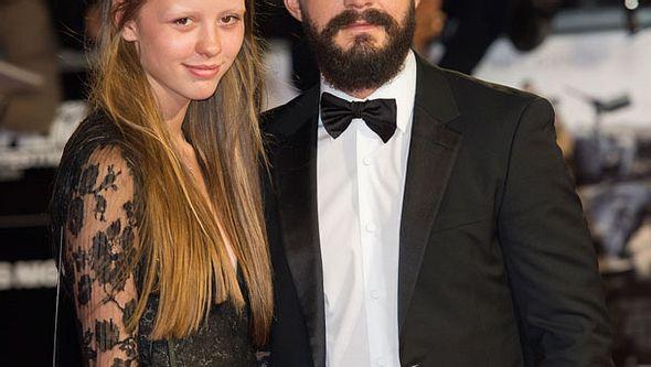 Shia LaBeouf und Mia Goth haben sich verlobt