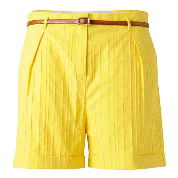 Star-Style: GelbGelbe Shorts mit Gürtel von Mango, um 30 Euro