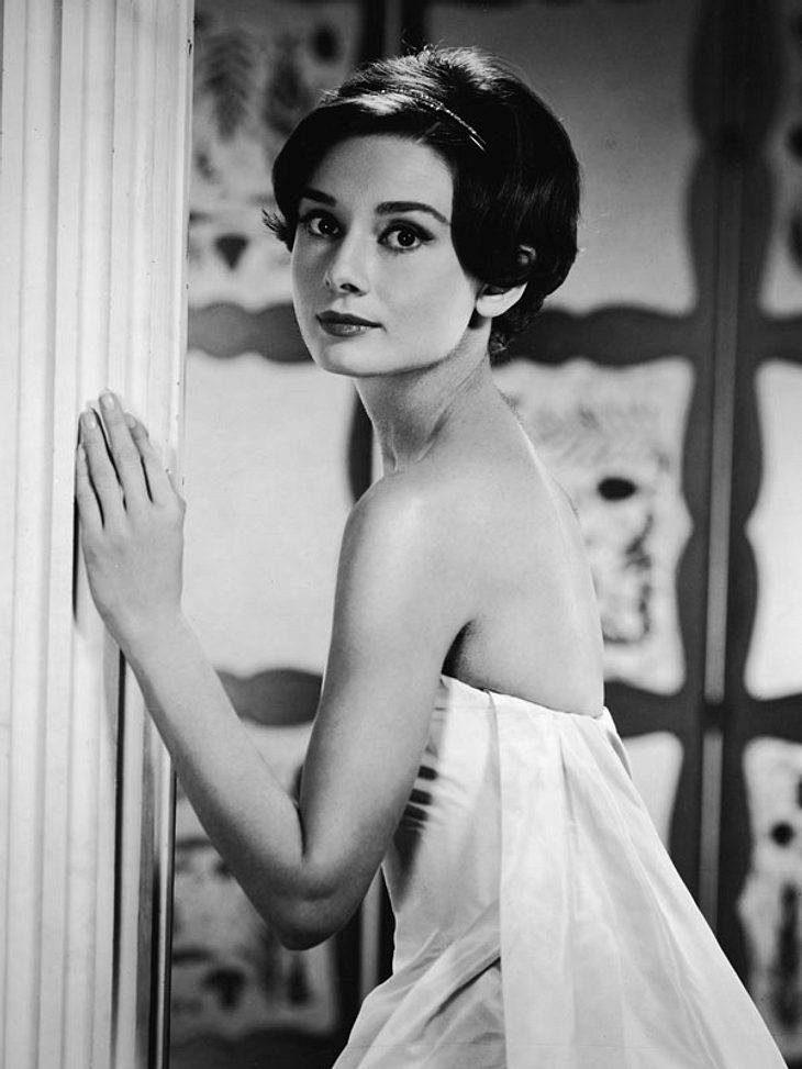 Die größten Luxus-DivenAudrey Hepburn war eine Leinwand-Göttin und eine Stil-Ikone. Mit ihrem Stil prägte sie die Modewelt- bis heute. Couturier Hubert de Givenchy schneiderte ihr traumhafte Roben und sie trug sehr oft Dior.