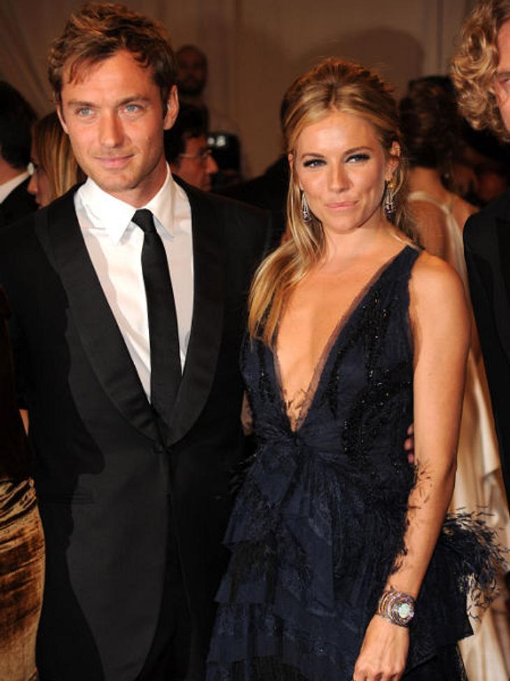 Berühmte Paare und ihre On-Off-LiebeDas Paar mit den wohl größten Entscheidungsschwierigkeiten sind Sienna Miller (29) und Jude Law (39): Die beiden Schauspieler können wahrscheinlich selber nicht mehr mitzählen, wie oft sie sich in acht Ja