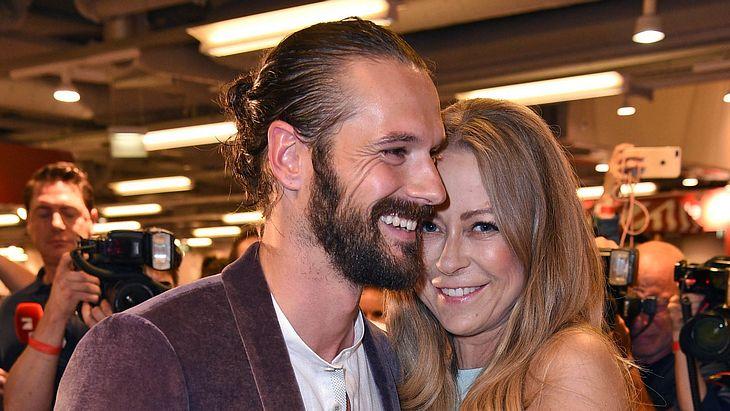 Jenny Elvers verliebt mit Freund Simon Lorinser 2019