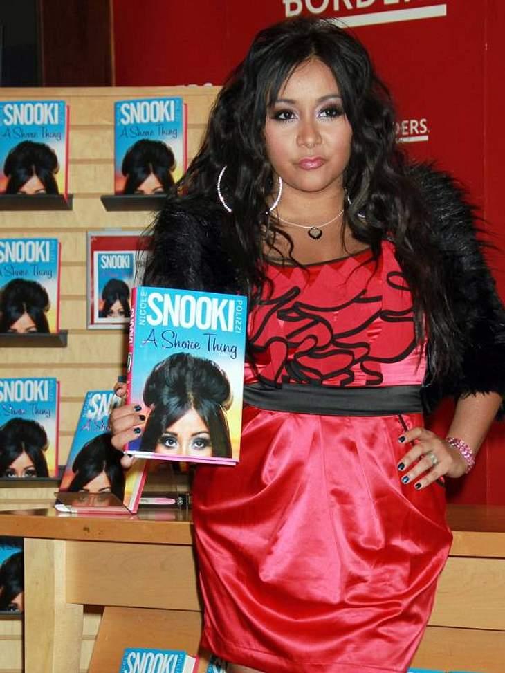 """""""Ich schreib dann mal ein Buch!"""" - Stars und ihre Bestseller """"Jersey Shore""""-Mitwirkende Snooki traut man nicht einmal zu, ein Buch gelesen zu haben. Sie hat sogar ein geschrieben. Es trägt den Namen: """"A Shore Thing&"""