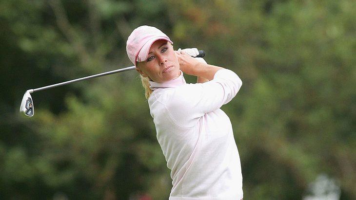 Sonja Zietlow spielt Golf