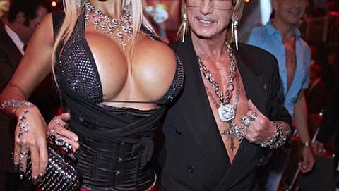 Mit ihren Brüsten alleine hätte sie beim Promiboxen schon jemanden K.O. schlagen können - Foto: Wenn