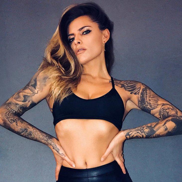 Sophia Thomalla lässt sich ein Tattoo stechen