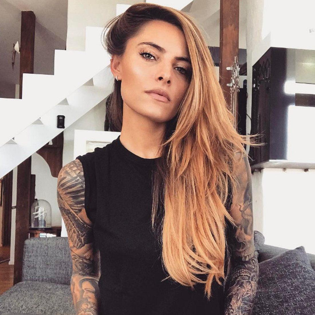 Frau tattoo vorlagen oberarm 32 Schädel