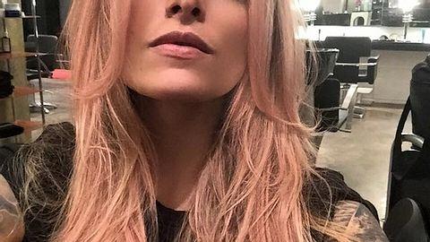 Mit rosa-blonden Haaren ins neue Jahr
