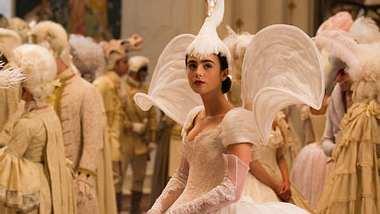 Spieglein, Spieglein: Exklusive SzenenbilderSchneewittchen im Schwanenkostüm auf dem königlichen Ball. - Foto: Studiokanal