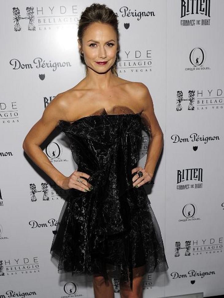 Klau den Look der Stars: Partykleider-SpecialGanz klassisch gibt sich Stacey Keibler - die Freundin von George Clooney - zum Fest.