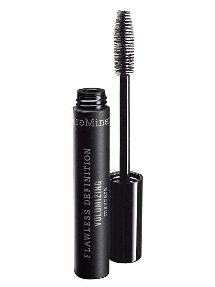 """Star-Make-up nachschminken: So einfach geht's!,Dicht gemacht: Mit dem """"Flawless Definition Voluminising"""" Mascara von Bare Minerals bekommt man einen """"Falsche-Wimpern-Effekt"""". Für einen glamourösen Abend-Look sind diese d"""