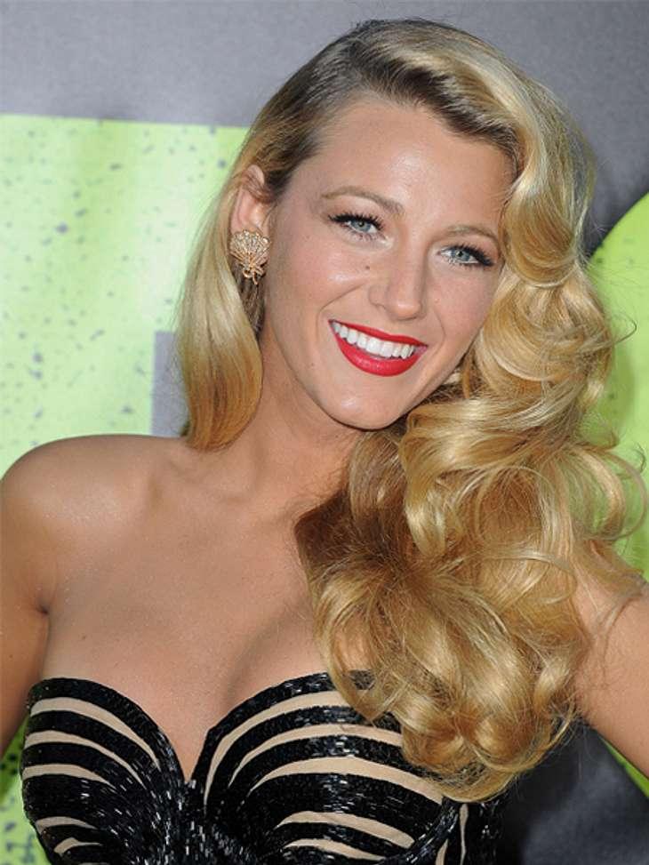 """Star-Make-up nachschminken: So einfach geht's!,Blake Lively aus """"Gossip Girl"""" steht auf den natürlichen Look. Lediglich mit rotem Lippenstift setzt sie ein optisches Highlight. Hier könnt Ihr sehen, wie man das Star-Make-up von Bl"""