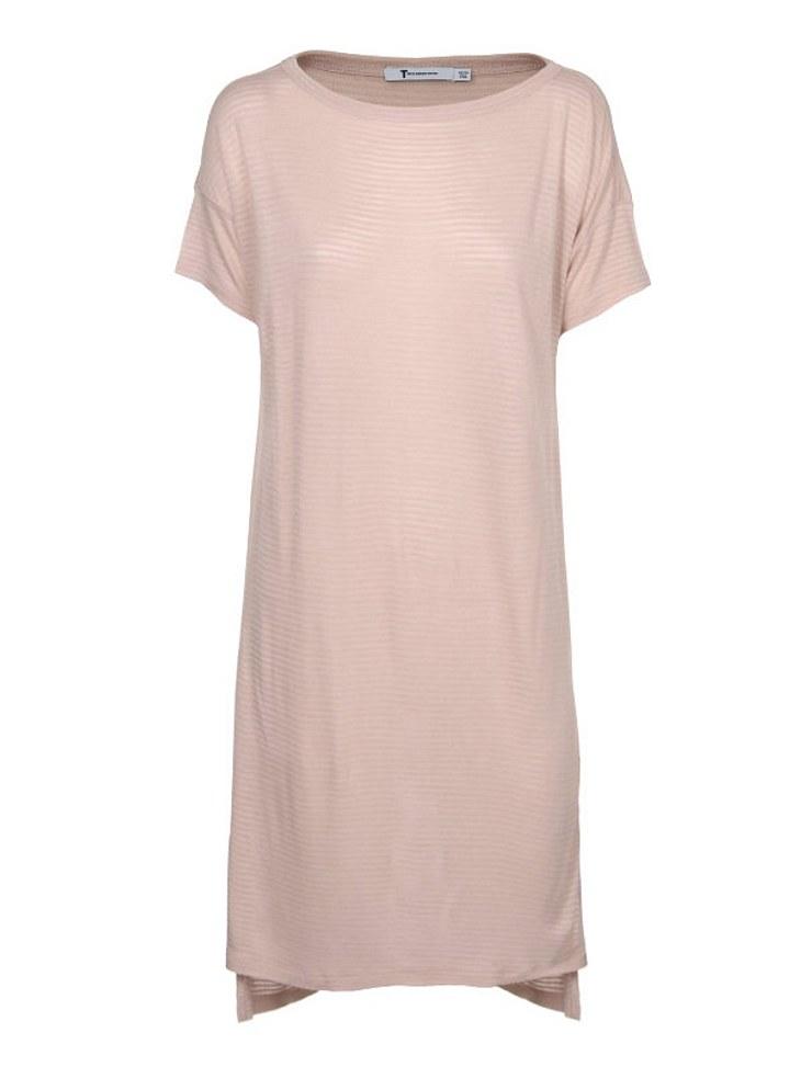 Star-Style: Alexa ChungLeicht transparentes T-Shirt-Kleid von Alexander Wang über www.jades24.com, um 90 Euro